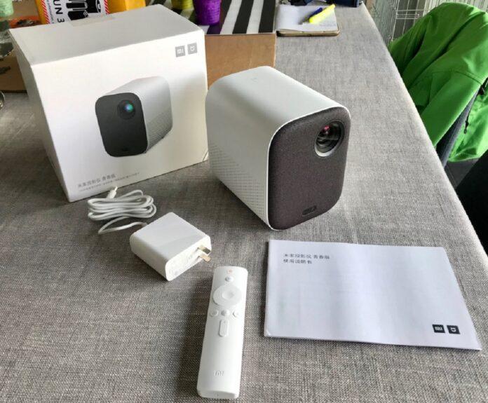 Доступным проектором Xiaomi можно управлять голосом