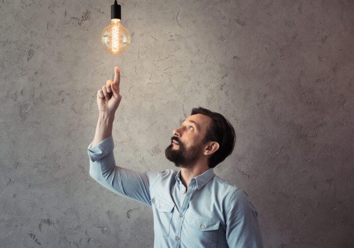 Ученые научились подслушивать разговоры через лампочку