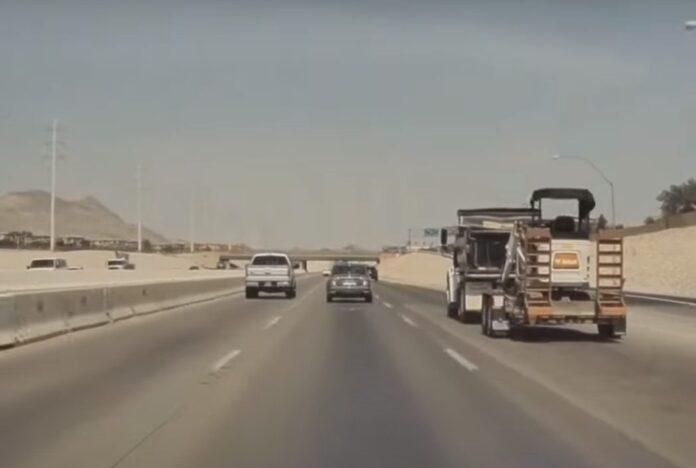 Как автопилот Tesla Model 3 уходит от аварии на практике (видео)
