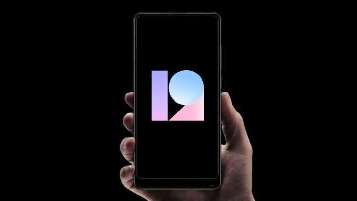 MIUI 12 начали получать старые смартфоны Xiaomi