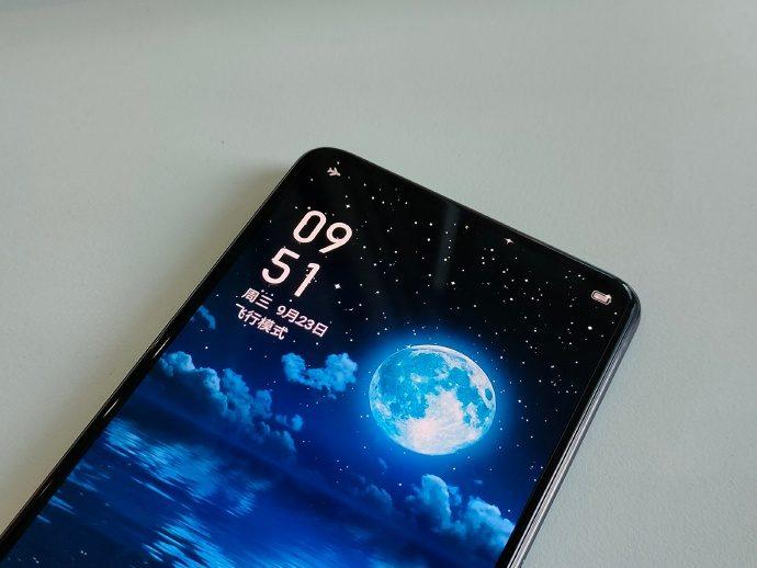 Realme показала смартфон с подэкранной камерой