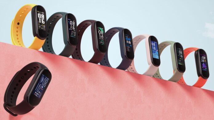 Xiaomi снизила цены на 4-й и 5-й Mi Band, а также на наушники QCY