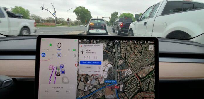 Показали работу полного автопилота Tesla в получасовой поездке