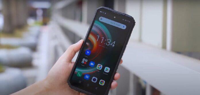 Появился доступный защищенный смартфон с поддержкой 5G и батареей 8000 мАч