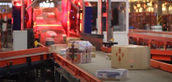 Клиенты Новой почты пожаловались на небрежное обращение с посылками