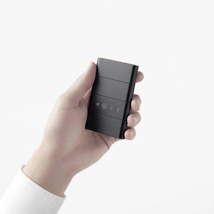 Китайская компания представила самый необычный раскладной смартфон