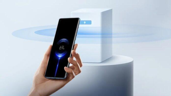 Xiaomi первой представила технологию, с помощью которой смартфоны можно заряжать по воздуху