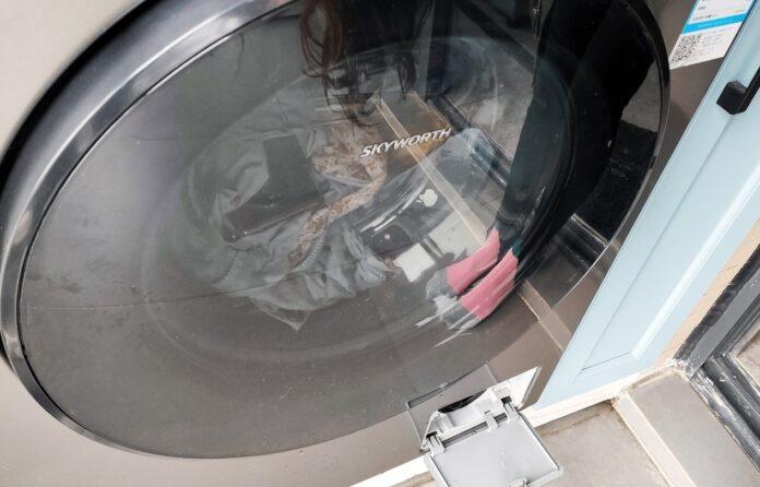 Смартфоны с IP68 случайно бросили в стиральную машину. Как спасти