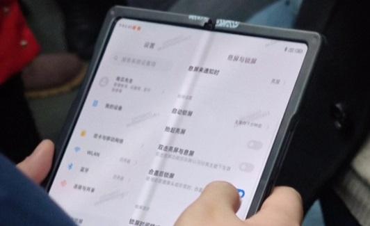 Первый складной смартфон Xiaomi будет иметь существенный недостаток
