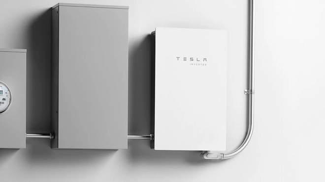 Tesla представила бытовой инвертор солнечной энергии