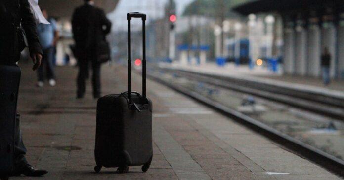 Украинцы могут купить билеты на поезд в Viber и Telegram