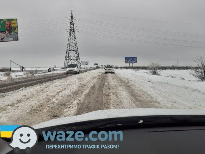 Приложение Waze поможет украинцам преодолевать неочищенные дороги