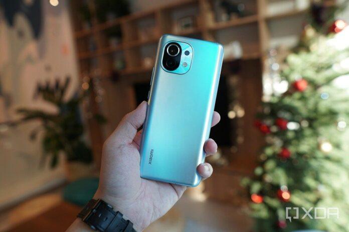 Xiaomi Mi 11 продолжил работать даже с изогнутым экраном