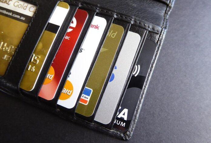 Украинцев предупредили о новой схеме кражи денег с банковских карт
