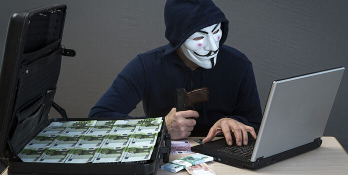 Мошенники в Сети обманули двух женщин на 213 000 гривен и 1200 долларов
