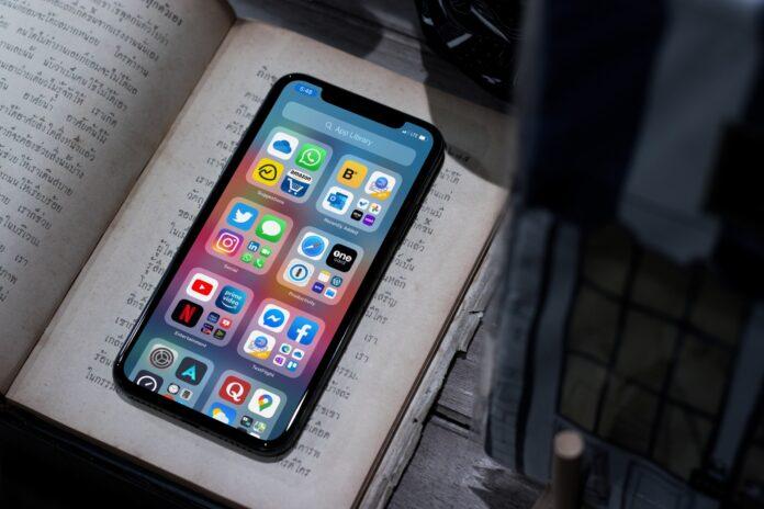 Среди 15 «шпионских» приложений на iOS оказались Facebook, Instagram и YouTube