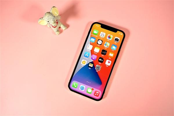 Названо важное преимущество флагманских Android-смартфонов над iPhone 12