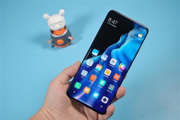 Xiaomi Mi 11 Pro: названы главные отличия производительного флагмана от Xiaomi Mi 11