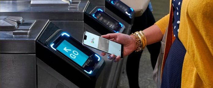 Стало известно, как безопаснее платить – смартфоном или картой