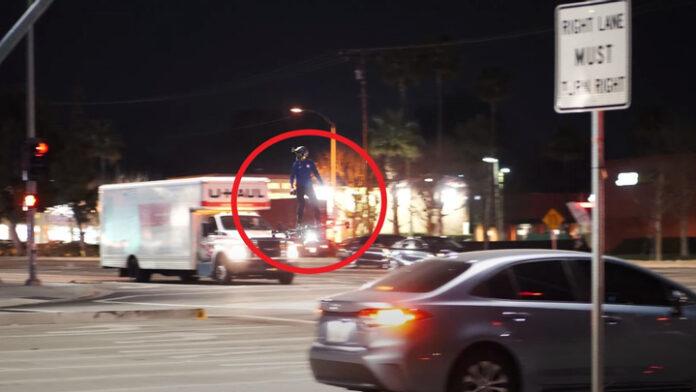 Американец удивил жителей Лос-Анжелеса полётом на ховерборде