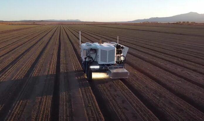 Роботизированный трактор может стрелять лазерами и уничтожать 100000 сорняков в час