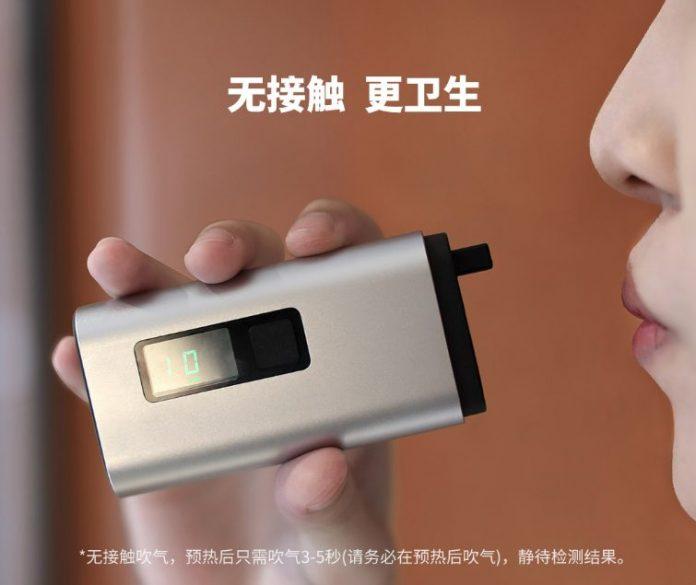 Xiaomi выпустила доступный алкотестер 4 в 1. Канаторез, аварийный молоток для стекла и внешний аккумулятор