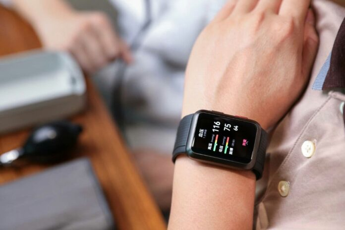 Huawei анонсировала первые «умные» часы с возможностью измерения артериального давления