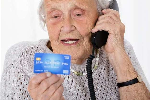 Премьер Денис Шмыгаль рассказал, как теперь получать пенсию не на карточку