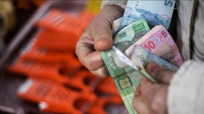 Украинские пенсионеры могут лишиться доступа к денежным средствам на банковской карте