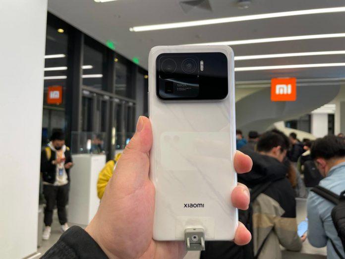 Первые пользователи Xiaomi Mi 11 Ultra получат наушники Mi Air 2s