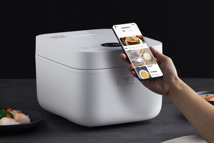 Xiaomi представила бюджетную мультиварку с голосовым управлением