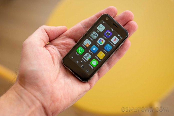 Анонсирован 3-дюймовый компактный смартфон