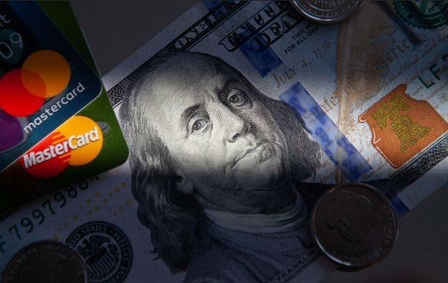 НБУ разрешил украинцам покупать валюту в терминалах