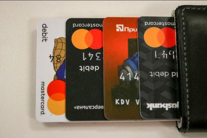«Приватбанк» блокирует карты украинцев, зарабатывающих на криптовалютах