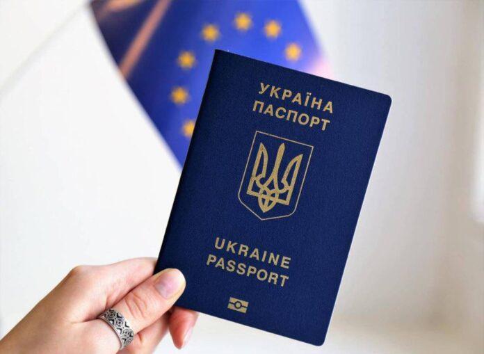 В Украине откажутся от бумажных паспортов в пользу электронных