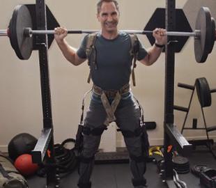 Физические способности человека в разы увеличиваются с экзоскелетом