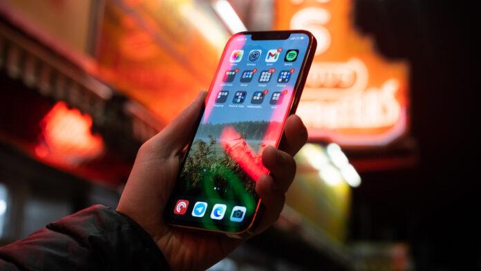 Дисплей iPhone 12 оказался хуже, чем у бюджетного флагмана Xiaomi