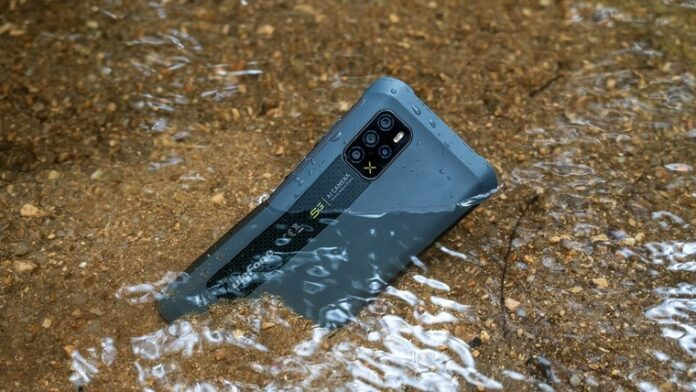 Раскрыты особенности первого ударопрочного смартфона с антибактериальным покрытием