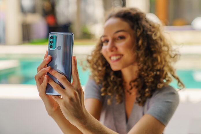 Представлен Moto g60: конкурент для Redmi Note 10 Pro