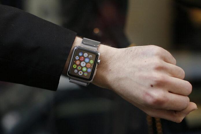 Пользователи жалуются на ожоги из-за Apple Watch