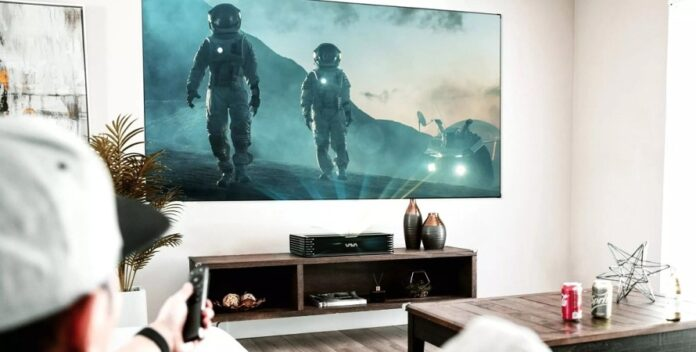 Представлен проектор, способный на любой стене заменить 4К-телевизор