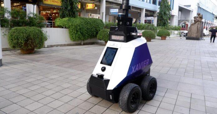 В первой стране роботы начали патрулировать улицы