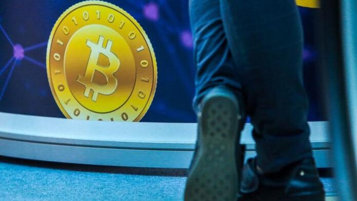 Эксперты назвали причины падения Bitcoin. Что ждет криптовалюту