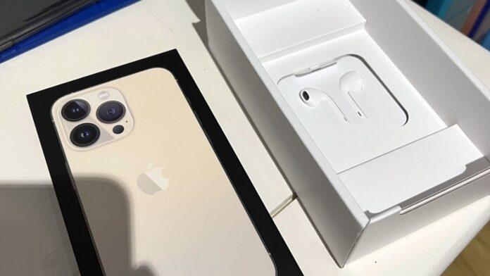 Есть iPhone 13, у которых есть наушники в комплекте