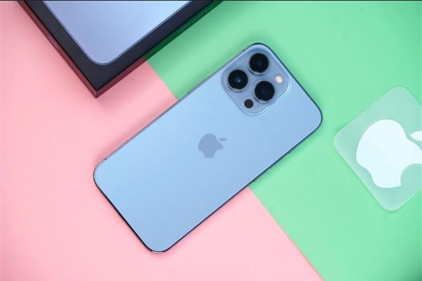 iPhone 13 Pro Max стал лидером теста автономности. Смартфон Xiaomi на 10-ом месте