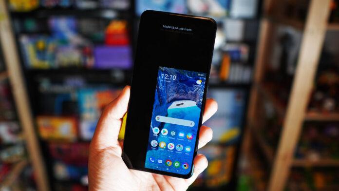 Модель экрана смартфонов Xiaomi можно узнать при помощи комбинации цифр